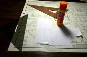 Transfer sections to cardboard. Transferencia de las secciones a cartulina.
